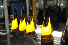名倉山酒造 瓶詰め風景