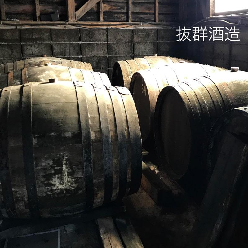 「球磨焼酎蔵めぐり」と「日本遺産人吉・球磨満喫」ツアー 「抜群酒造」蔵見学 貯蔵樽