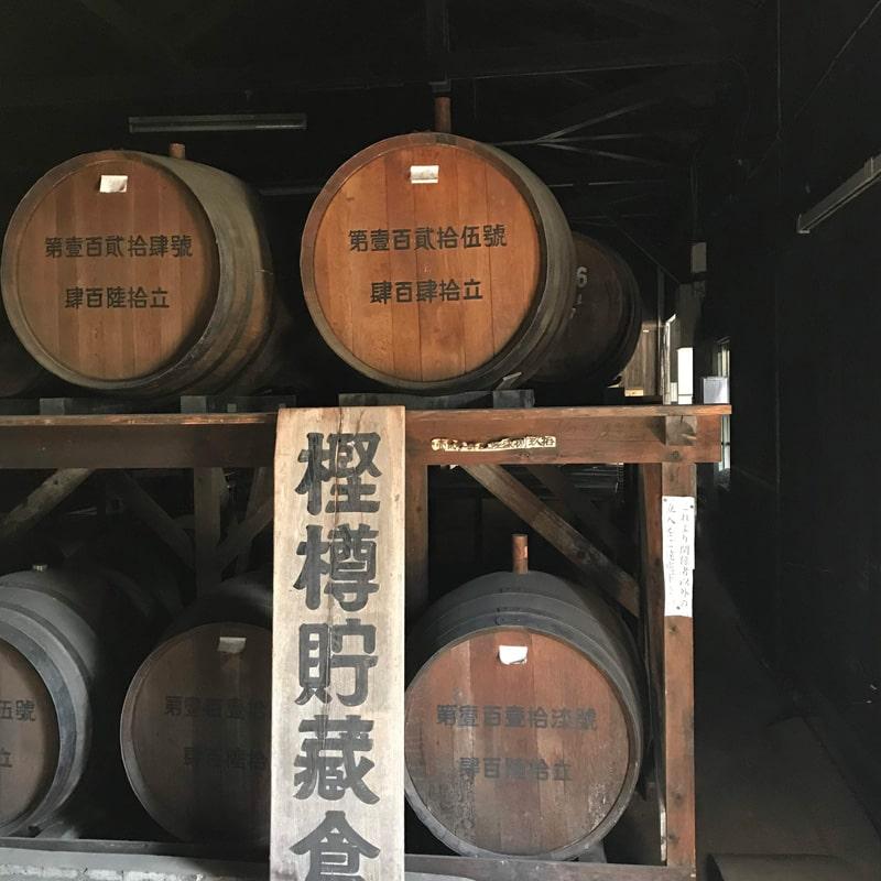 「球磨焼酎蔵めぐり」と「日本遺産人吉・球磨満喫」ツアー 「松の泉酒造」蔵見学 樫樽貯蔵倉
