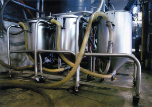 六調子酒造の原料処理「超音波洗米機」