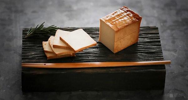 真砂の『岩豆腐の燻製』